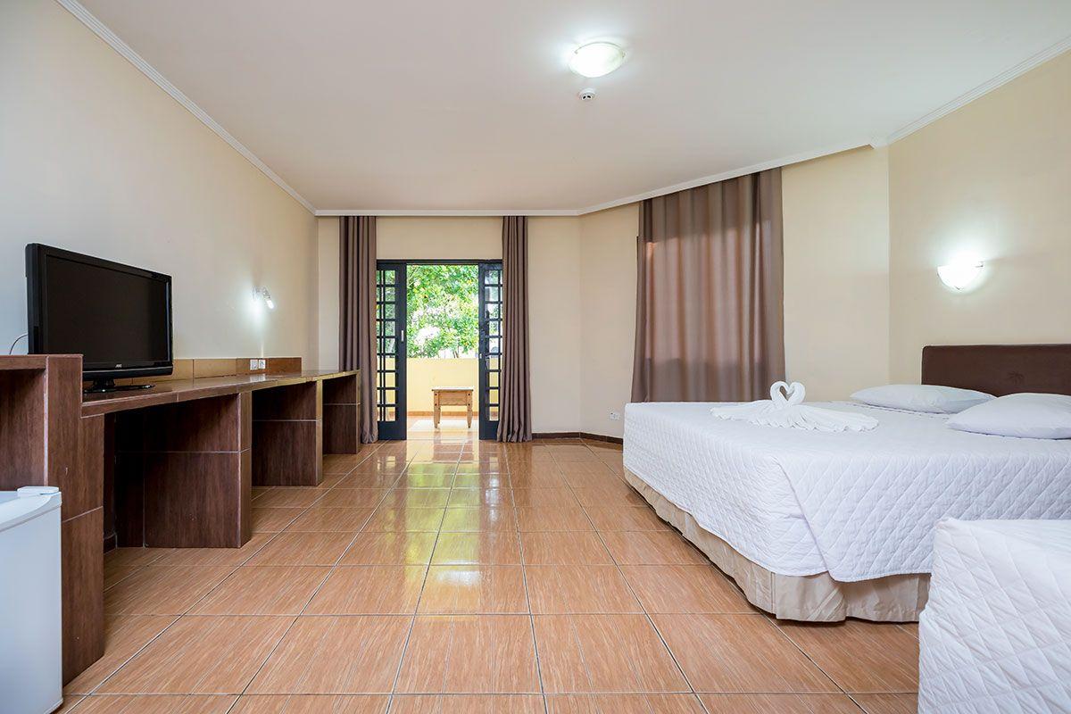 Area espaçosa de lazer para os quartos triplos e duplos luxo.